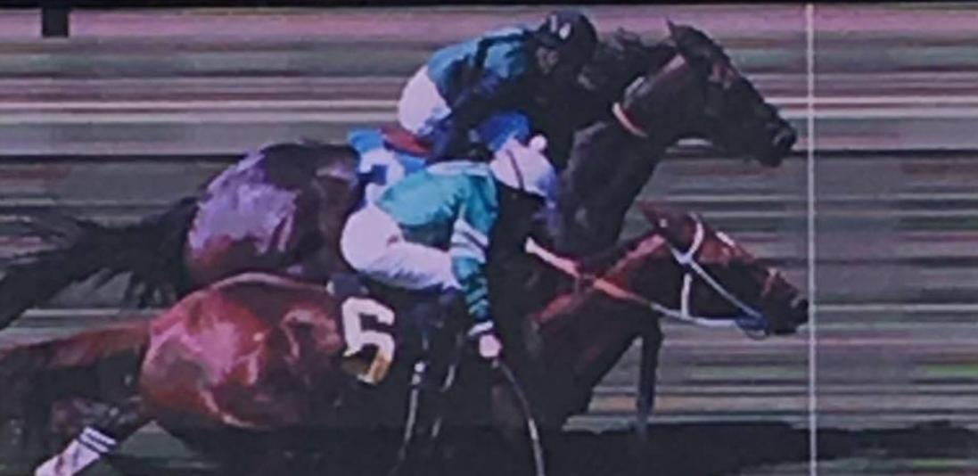 Arroyo wins a photo finish against Rafael Bejarano at Del Mar.