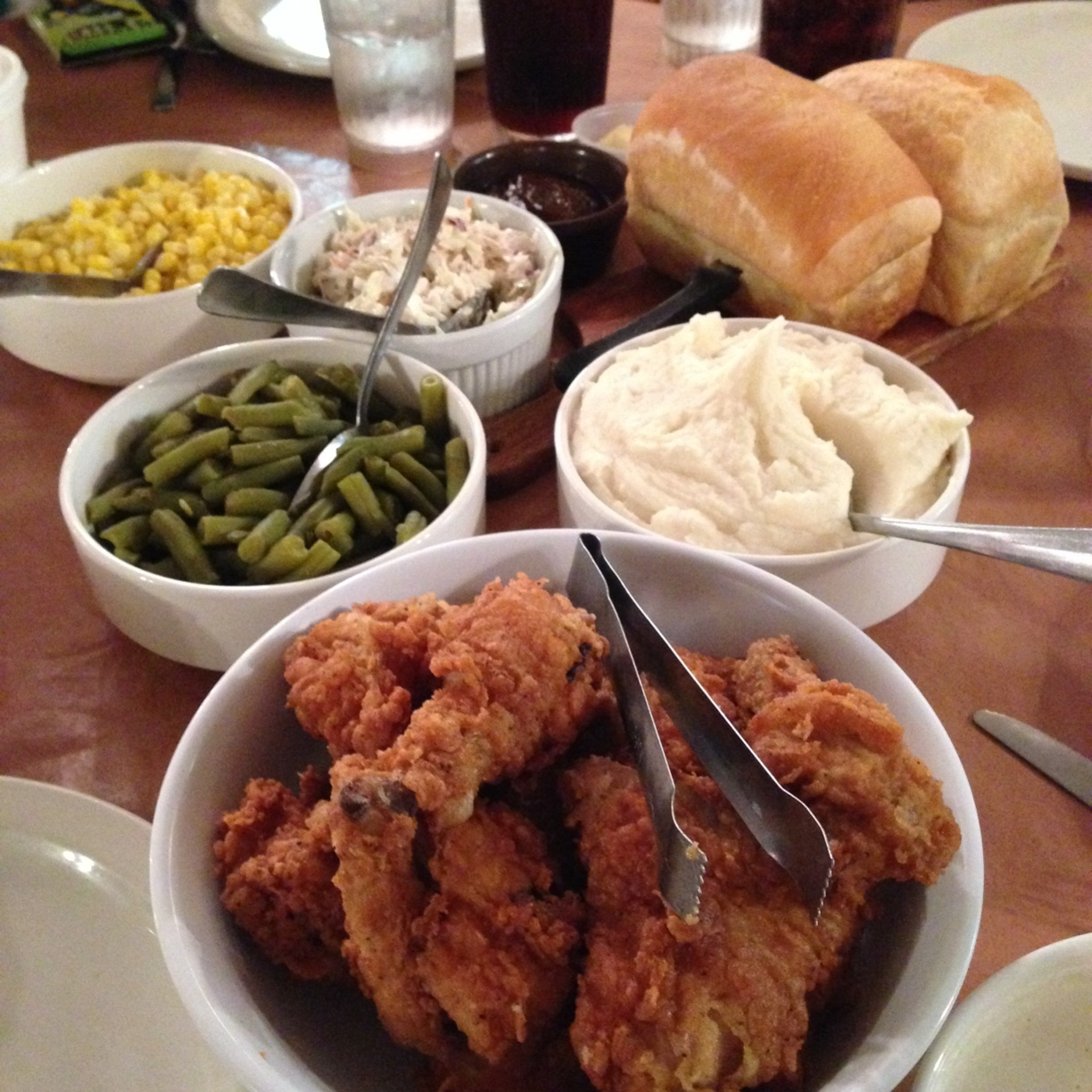 Fried chicken and all the fixings from Monte Ne Inn (photo via trover.com).