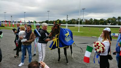 Trainer Jerry Riordan with Twister Bi, winner of the International Trot at Yonkers Raceway (photo by John Furgele).